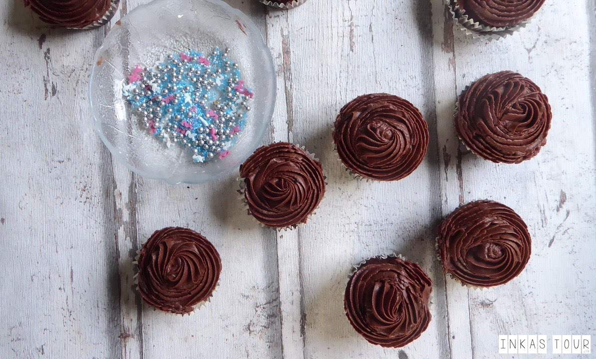 Chocolate Salted Caramel Cupcakes Inkas Tour Handlettering Travelblog Baking Photography Bringing Travel Home