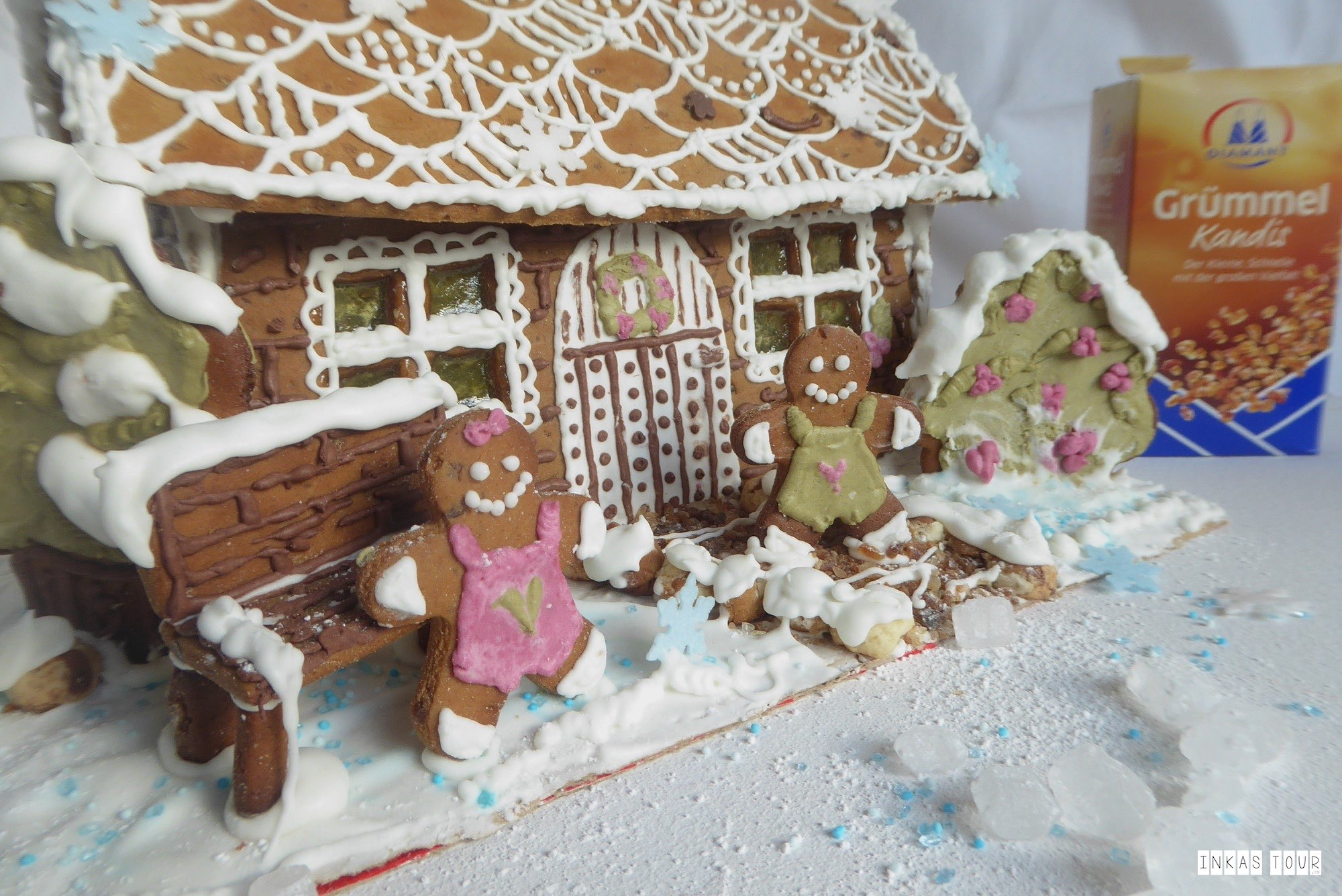 Gingerbread House Lebkuchen Haus Decorate and Bake Recipe Rezept Christmas Advents Calender Customs and Traditions Inkas Tour Travelblog Baking Blog Food around the World Baking a Gingerbread House