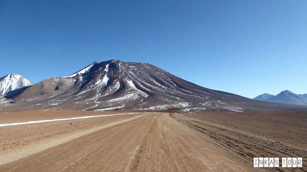 mount volcano,Uyuni salt flats tour